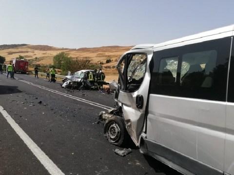 Terribile scontro frontale: muore ragazza 21enne, altro passeggero grave trasportato in elisoccorso al Sant'Elia di Caltanissetta.