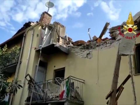 Tragedia, crolla palazzina: morto un bambino di quattro anni. Madre e ragazzo 22enne sono stati trasportati in codice rosso al Cto di Torino.