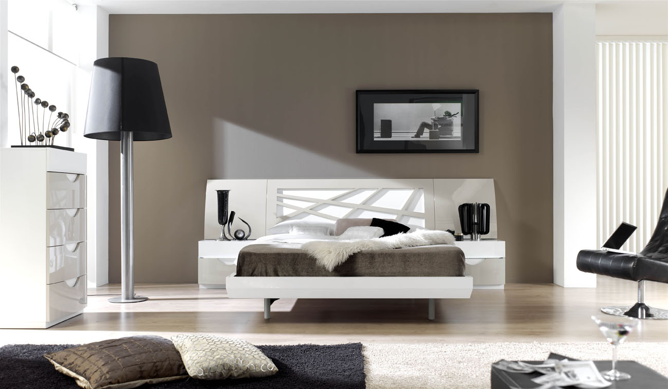 Graceful Lacquered Contemporary Modern Bedroom Sets With