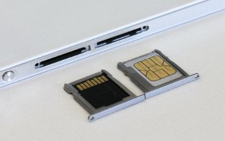 How To Insert SIM Card - Huwei Ascend P7