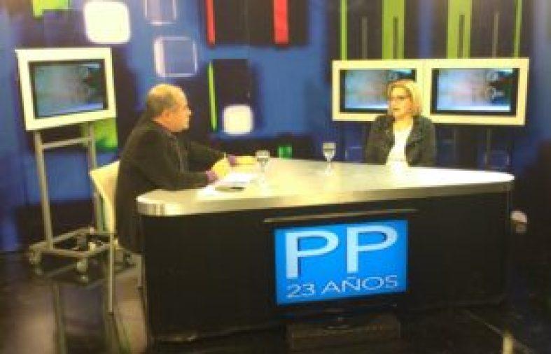 La abogada Karina Valenti en Primer Plano durante la entrevista con Adrián Noriega