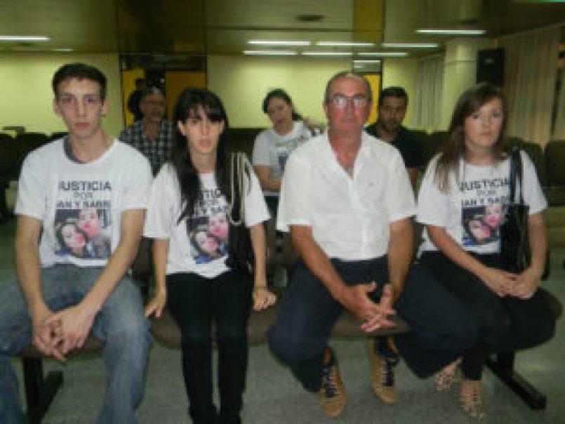 Los familiares de Sabrina, Ian y Mía escucharon la condena y agradecieron la labor de los jueces (FOTO GENTILEZA DIARIO ANTICIPOS)
