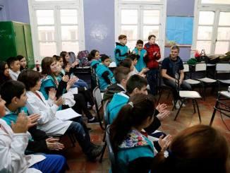 Zabaleta con estudiantes