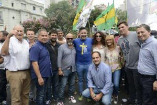 Con la presencia de muchos de sus exponentes, la dirigencia peronista dijo presente en la marcha opositora al gobierno nacional.