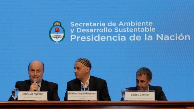 El presidente de AySA José Luis Inglese, Sergio Bergman, secretario de Ambiente y Desarrollo Sustentable de la Nación y Carlos Gentile, secretario de Cambio Climático