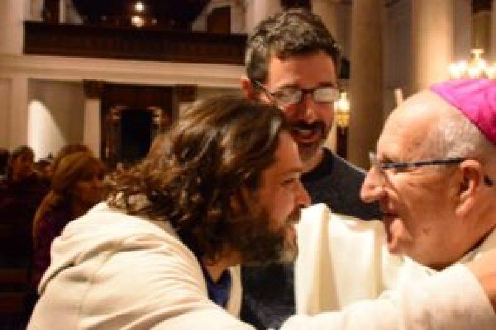Los concejales de Unidad Ciudadana Hernán Sabbatella y Diego Spina, también fueron parte de la misa en la que se entregó la escritura de la Catedral