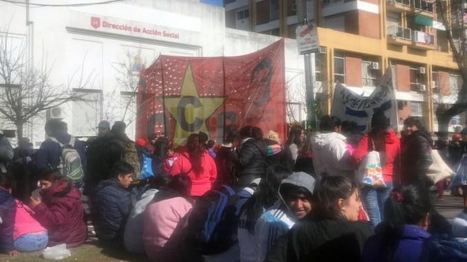 Protesta frente al Municipio de Morón