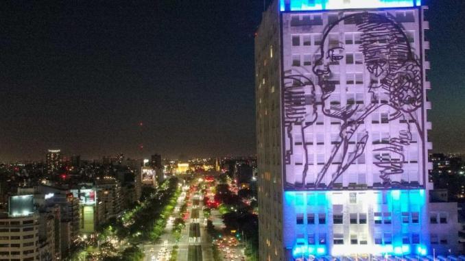 Con todas las luces: así se ve ahora la fachada del Ministerio de Desarrollo Social