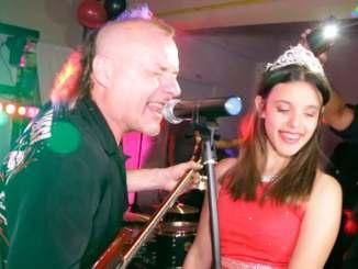 'Chizzo' Nápoli de La Renga y su sobrina Violeta, protagonistas de una noche de colección para los amantes del rock