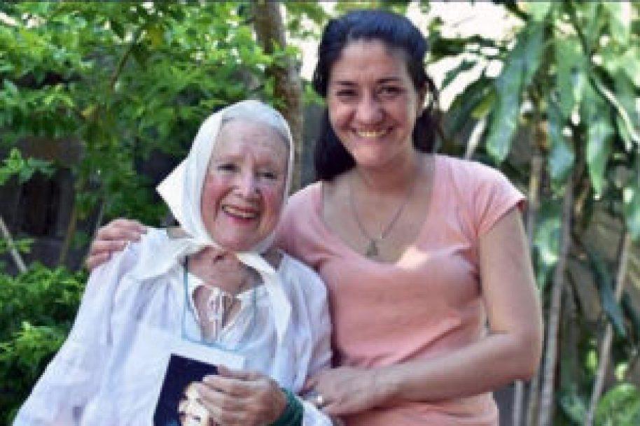 Norita con la mujer liberada en Misiones