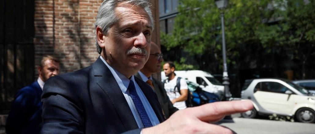 Después de una extensa reunión con su equipo económico, el presidente Fernández decidió firmar el DNU