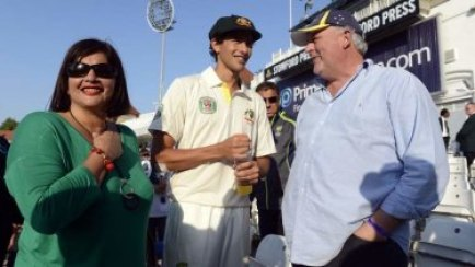 Ashton Agar With His Father And Mother