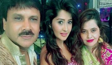 Kanchi Singh With Her Father And Mother