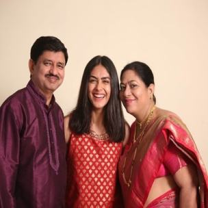 Mrunal Thakur With Her Father And Mother