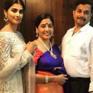 Pooja Hegde With His Father And Mother