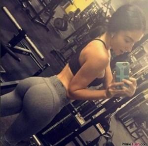 yoga-pants-butt-selfie