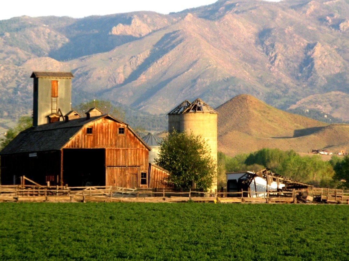 Country Living Farmhouse