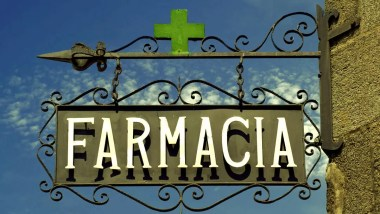 co na przeziębienie, co na wirusy, jak działa olej z oregano, wyciąg z oregano, olej z oregano, właściwości oregano, włoskie jedzenie, które leczy, kuchnia włoska