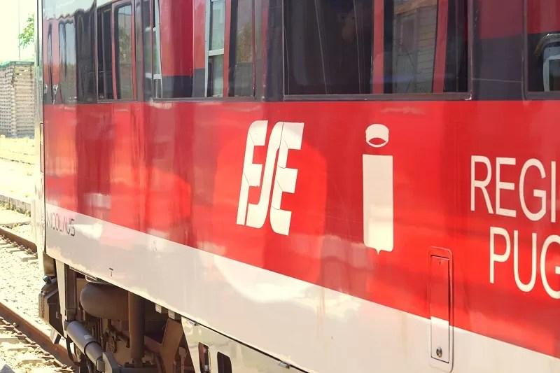 pociągiem po Apulii, Apulia, dworce kolejowe Bari, pociągi Apulia, jak zwiedzać Apulię, co trzeba wiedzieć o Apulii, pesa we włoszech, pesa, ferrovie del sud est