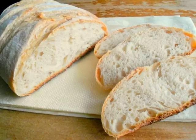 kuchnia toskanii, chleb toskański, co przywieźć z Toskanii, co kupić w Toskanii, chleb bez soli