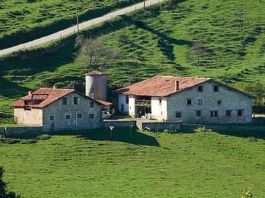Conjunto de casas rurales cercanas a las cuevas de El Soplao, Cantabria