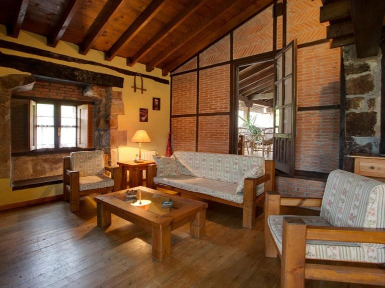 Wohnzimmer mit Terrasse in Ferienwohnung für 6 Personen