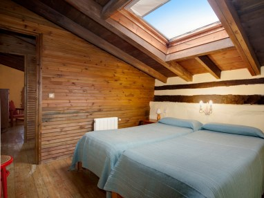 Bedroom in the holiday house for 6 people in Camijanes