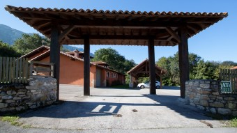 Entrada al jardín y las Casas Rurales Primorías Llanes
