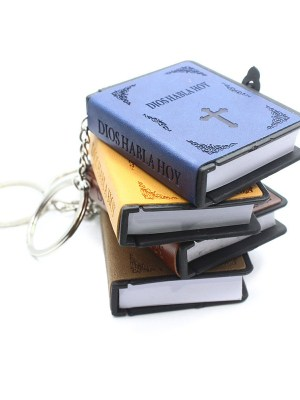 Mini holy bible key chain with leather cover in Spanish