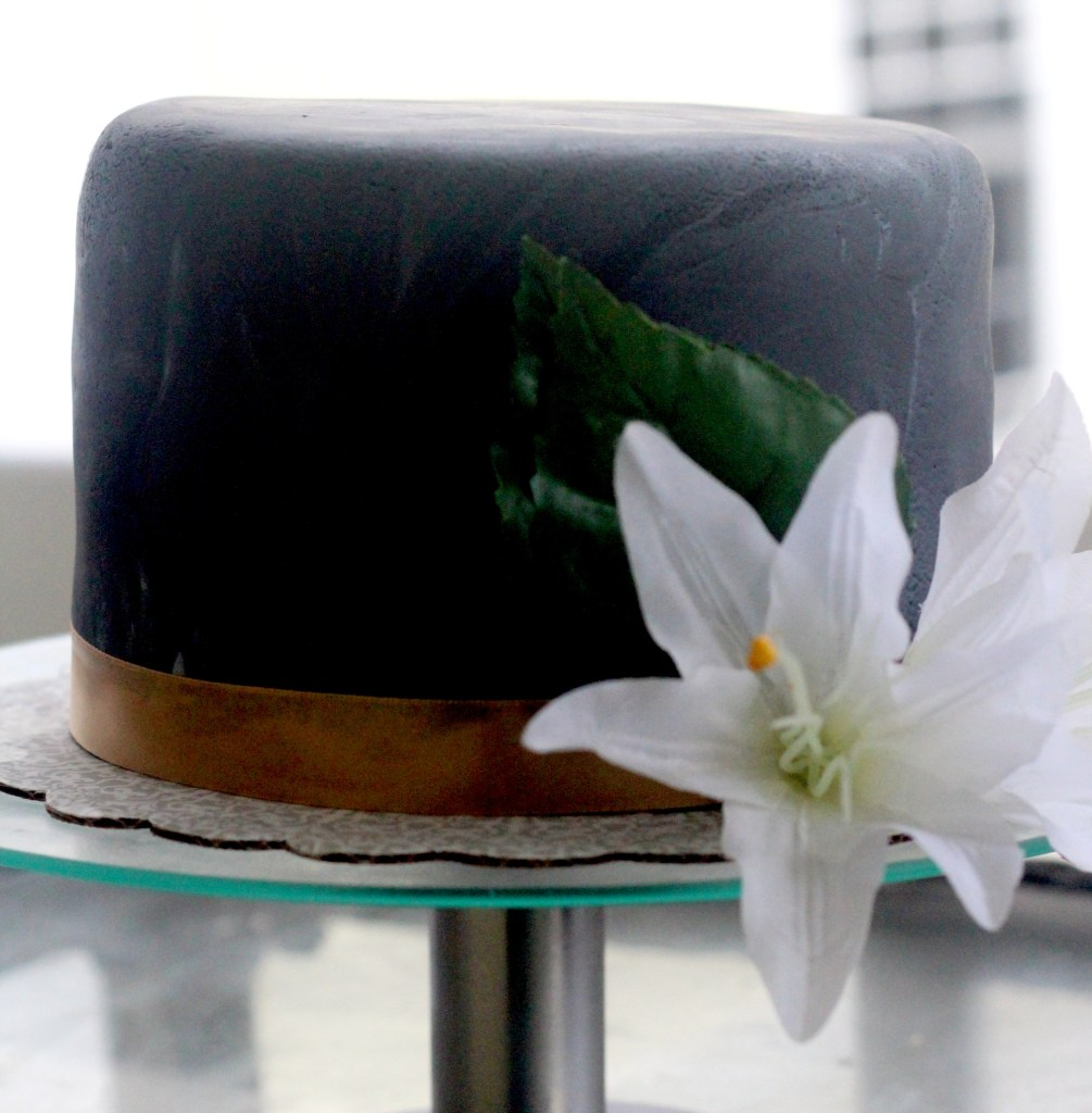 How to make  a simple fondant cake