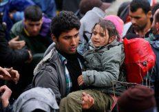 refugees-migrants-greece-macedonia-river (8)