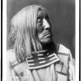 Čovek iz plemena Apsaroke, po imenu Usamljeno drvo, 1908.