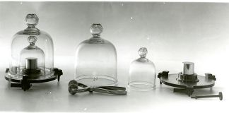 A photo of the kilogram standard encased in a glass jar.