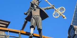 photograph of pinocchio sculpture atop puppet theatre in Kiev