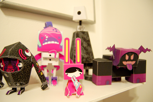 Left to right: Hoophy (skinned by KOA, designed by Shin Tanaka), Freddie: Rodrigo del Papel (skinned by Dolly Oblong, designed by Tougui), Folksy (by Papertoys.ru), Boxcan (skinned ny Yebomaycu, designed by PHIL), Black Frost in the Box (by Harlancore)