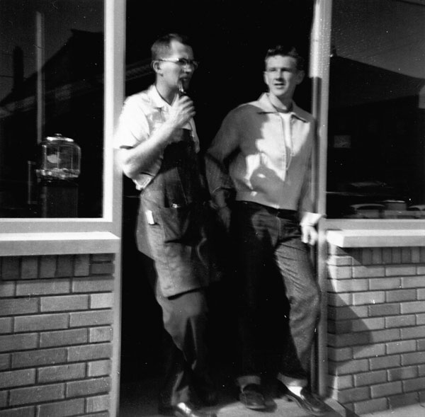 Lee Chamberlain and his pressman, Tom Trumble, in 1957, shortly after Tom was hired