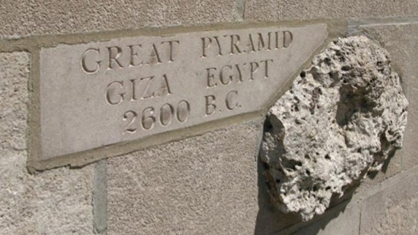 An example of fragments from world famous locations inserted into the face of the Tribune Tower's facade.