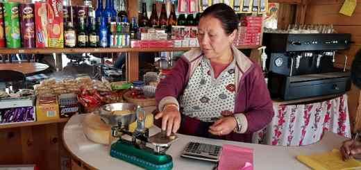 Mały sklep w Himalajach, Manang, Nepal, Annapurna Circut