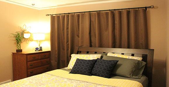rideaux dans une chambre