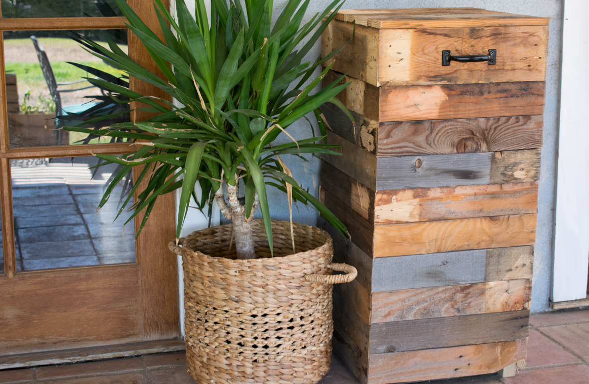 Build a Pallet Trashcan