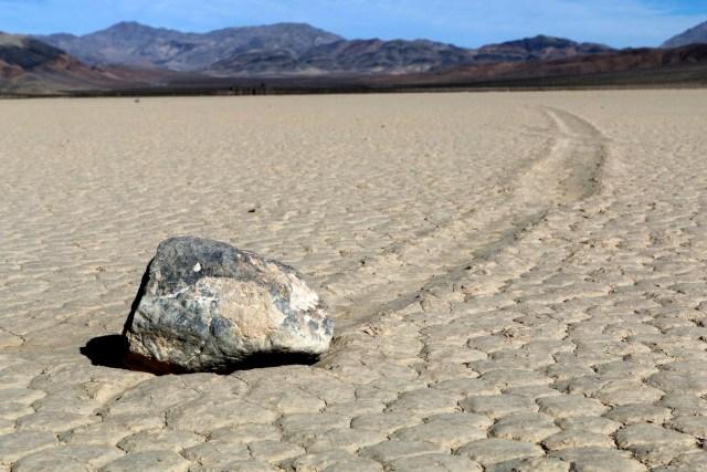 долина движущихся камней описание