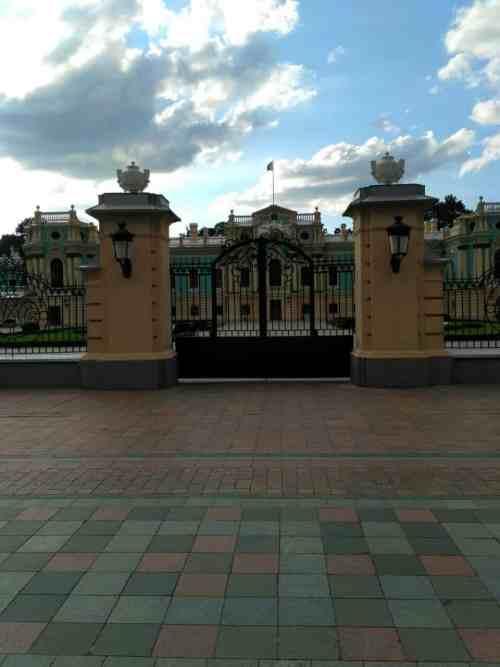 Мариинский дворец в Киеве вход ворота