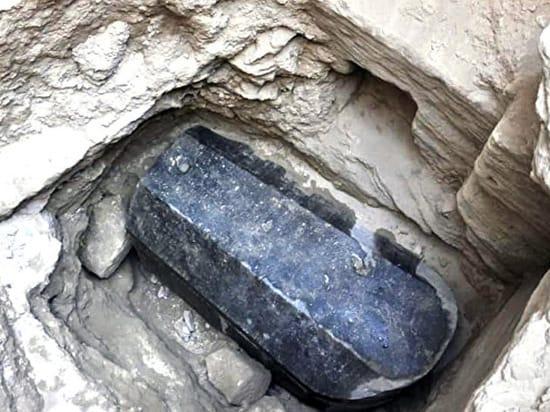 В Египте нашли проклятый черный саркофаг