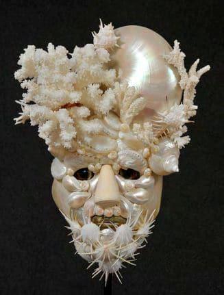 Masque en coquillages d' Armelle Fabre