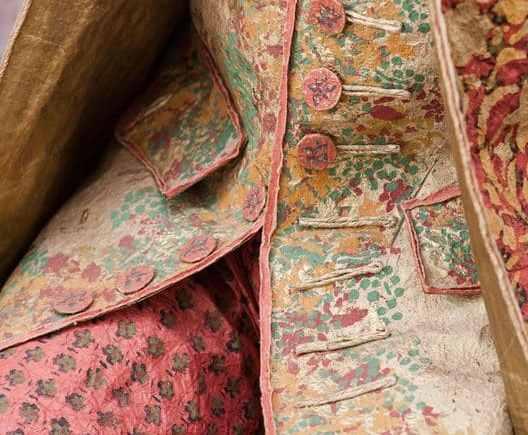 costume en papier 18ème d' isabelle de Borchagrave