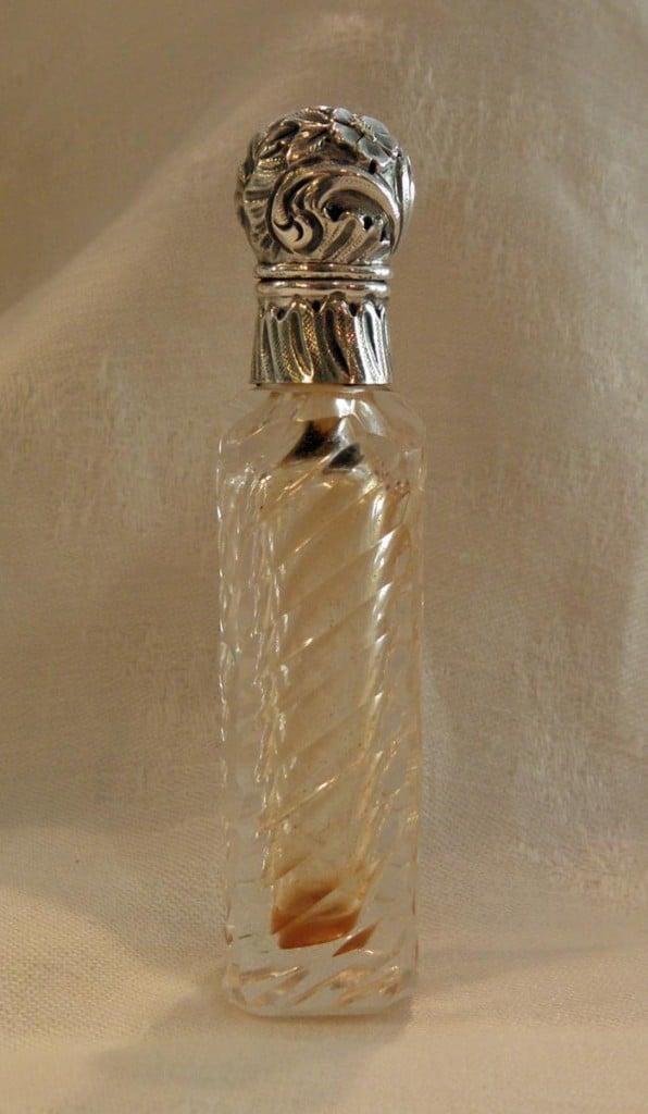 Flacon à Sel en cristal et Monture  en Argent.