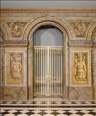 Grille de la salle des Hoquetons. Nicolas Delobel, vers 1672, fer forgé et doré, (c) château de Versailles.