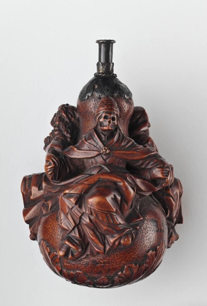 Poire à priser, XVIIIème © musée national de la Renaissance, château d'Ecouen, RMN-GP