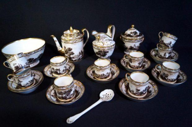 Service en porcelaine de Paris d'époque fin XVIIIème-début XIXème. (c) Memento antiquités