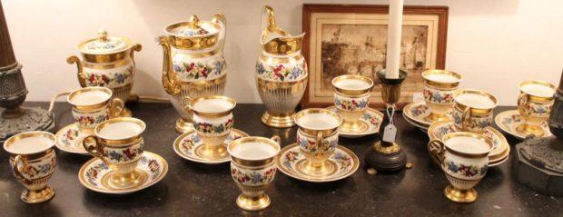 Service à café porcelaine de Paris, Époque XIXeme siècle, vers 1830. (c) Antiquités de Brégeot